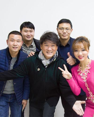 明星公(gong)司經紀人(ren)與周華健